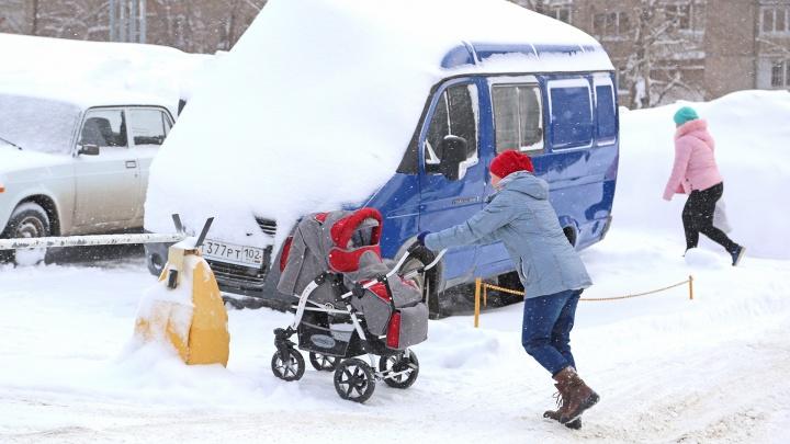 Молодые мамы пожаловались на задержку детских пособий в Уфе