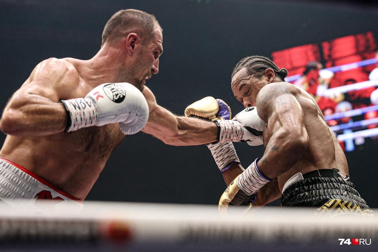 Россиянин отстоял титул чемпиона мира, отправив соперника в нокаут в 11-м раунде
