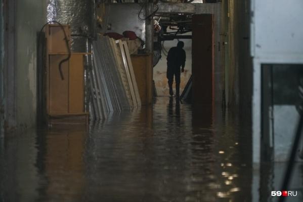 В подвале больницы затопило пол по щиколотку