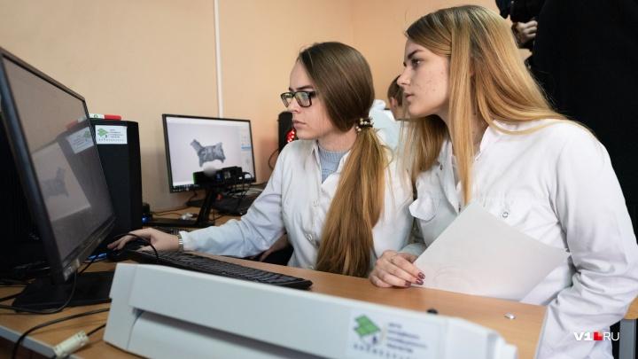 «Детский сад перед выходом в науку»: волгоградских школьников зовут напечатать челюсть и создать ДНК