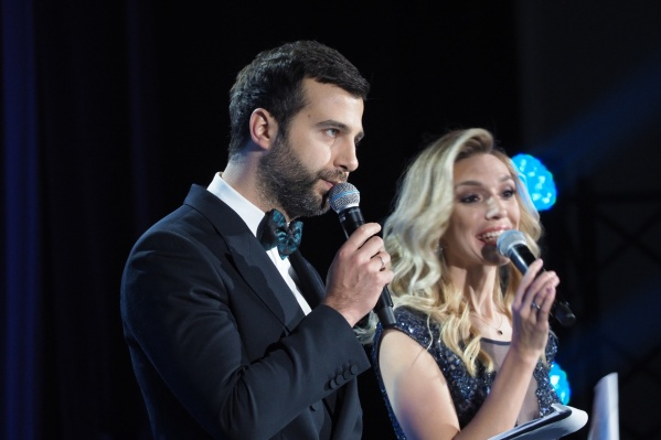 Иван Ургант и Анна Пирогова вели церемонию награждения на сцене оперного театра<br><br>