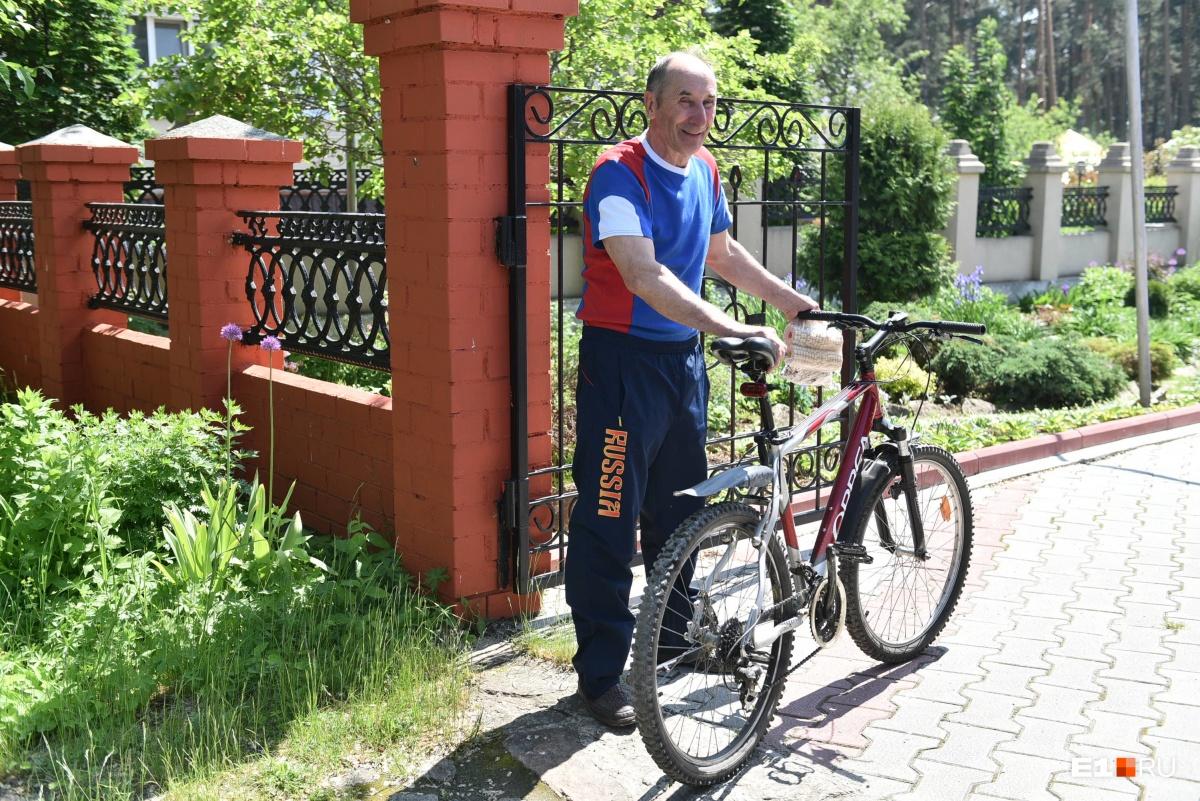 Летом Сергей Александрович ездит на велосипеде