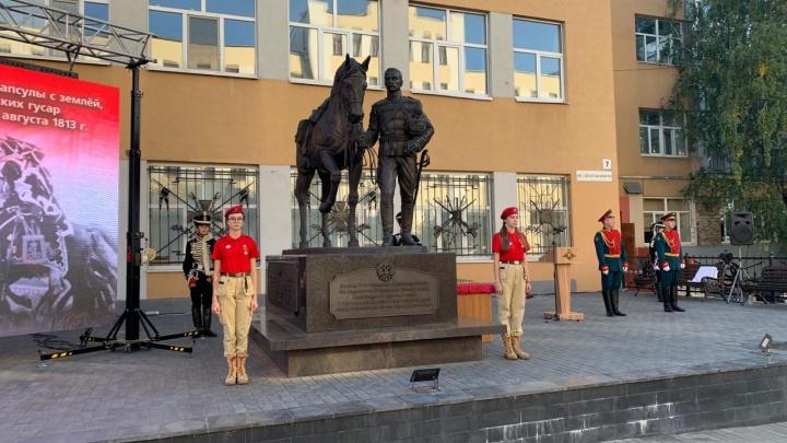 В Самаре у памятника «чёрным гусарам» заложили капсулу с польской землёй