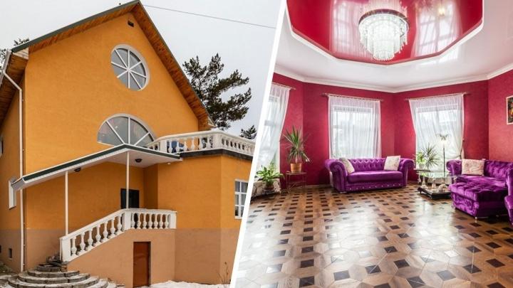 А снаружи скромная: под Екатеринбургом за 40 миллионов продают усадьбу с кровавым интерьером