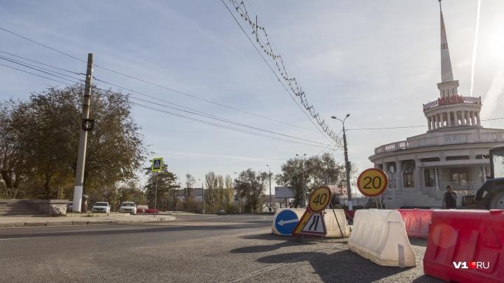 «Дорога из желтого кирпича»: в центре Волгограда выкладывают цветной пешеходный переход