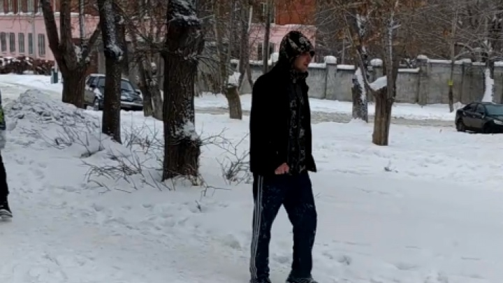 «Хватал за шею, пытался тащить»: в Челябинске неизвестный напал на улице на ребёнка