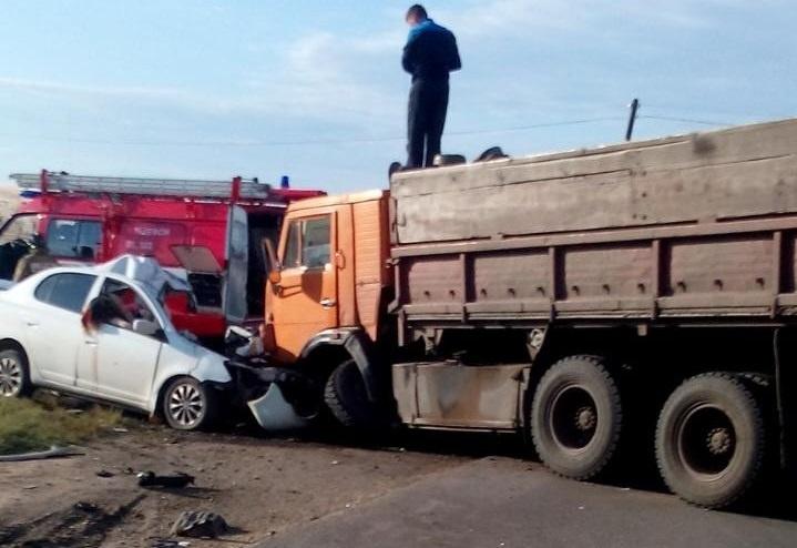 ВДТП с грузовым автомобилем под Тюменью погибла семья изчетырех человек