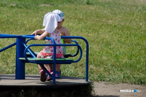 Родители опасаются, что девочку украдут её родные