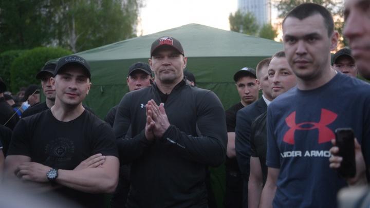 СК отказался заводить дело на бойцов Росгвардии, которые наблюдали за бесчинствами в сквере у Драмы