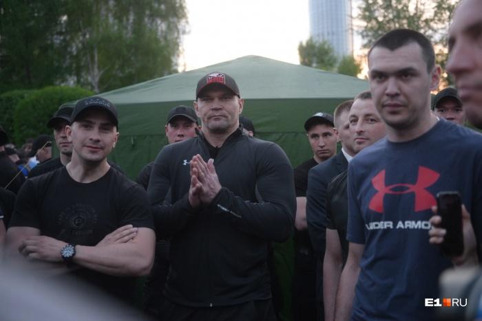 Сквер во время противостояния охраняли несколько сотен крепких мужчин