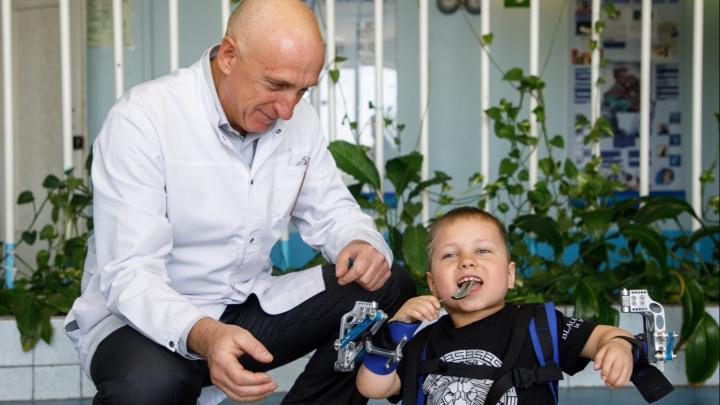 ВолгГМУ наградили дипломом «100 лучших изобретений России» за разработку уникального экзоскелета