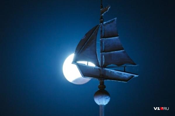 Для фотографов «поймать» большую Луну — удача