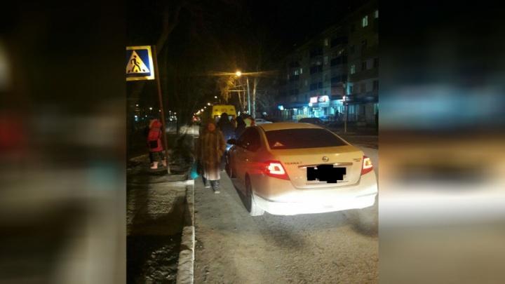В Башкирии на пешеходном переходе водитель Nissan сбил девушку
