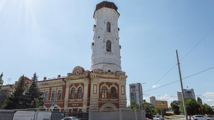 «Почему она так побелела?»: здание пожарной каланчи в центре Волгограда закрасили в «седой» цвет