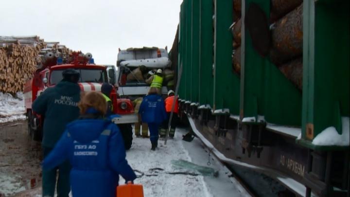 «От удара протащило несколько метров»: в Маймаксе лесовоз зацепился за вагон грузового поезда