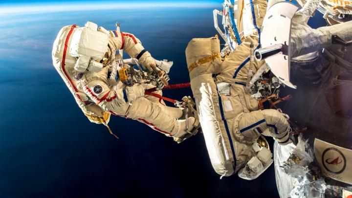 Самарский космонавт Олег Кононенко выйдет в открытый космос, чтобы очистить иллюминаторы