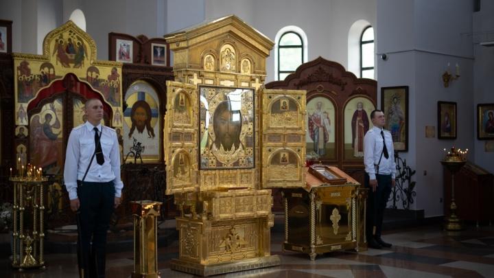 Увидеть икону и нырнуть в Волгу: волгоградских новобранцев привезли к «Спасу» на Мамаевом кургане