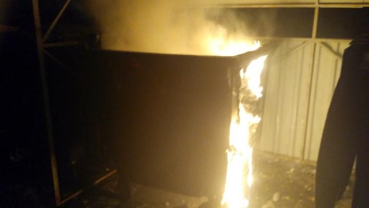 В Ярославле массово жгут мусорные контейнеры: хроника ночных пожаров