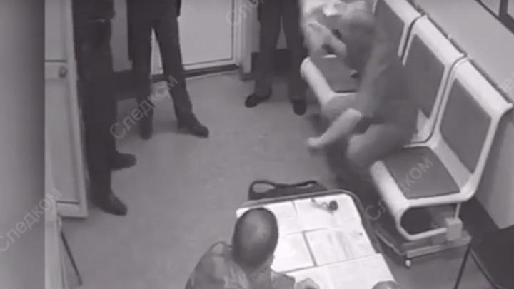 Достал из рюкзака топор: пьяного зауральца будут судить за нападение на полицейских