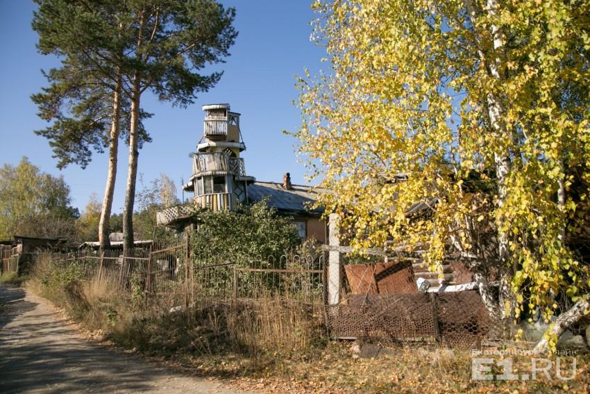 Сказочный домик пенсионер Лихачев строил для своих дочерей