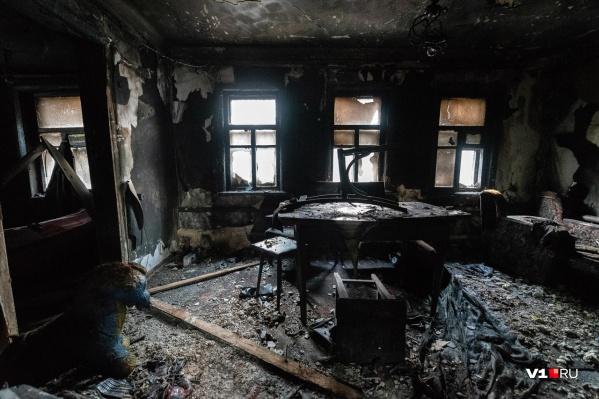 Дом, который снимала таджикская семья, выгорел дотла