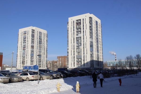 Видео называется «Новосибирск: могут, когда захотят». Сам блогер говорит в видео, что это похоже на рекламу застройщика, но он старался быть «максимально критично настроенным» и якобы не знал, что это компания «Брусника». Считает, что их проекты в Екатеринбурге лучше, чем в Новосибирске