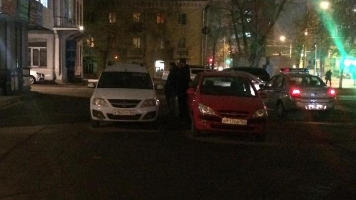 Пешехода зажало дверью машины: автомобилистка спровоцировала ДТП у офисного здания на Московском