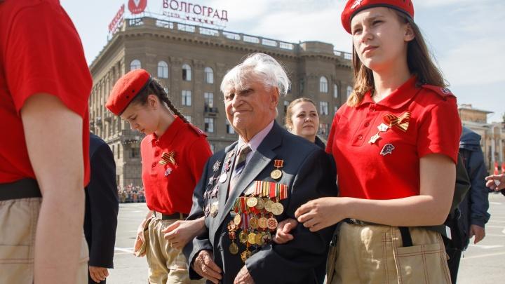 «Обернулся, а Васька уже лежит»: кавалер пяти орденов Красной Звезды о параде в Москве и Сталине
