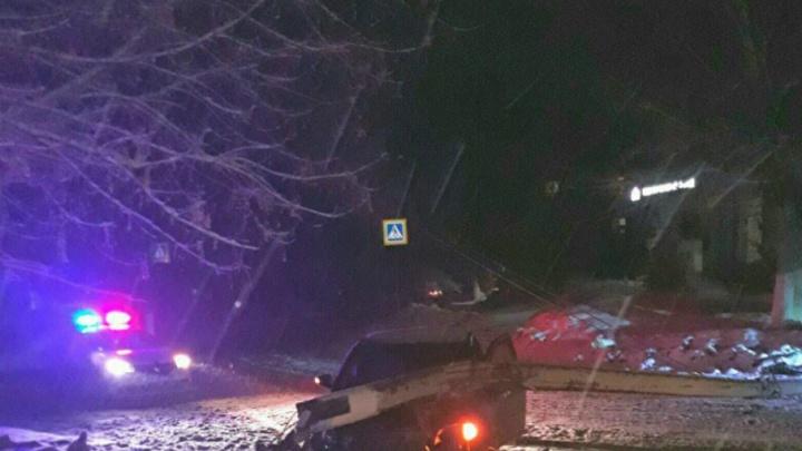 В Башкирии Volvo протаранила столб