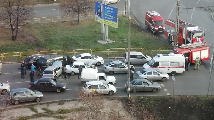 В Самарской области водитель Mitsubishi устроил ДТП с 9 машинами