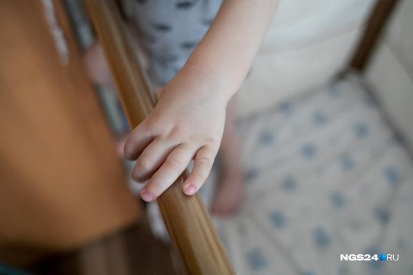 Истязание девочки прекратил сожитель ее матери
