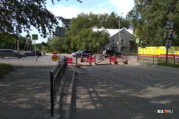 Движение перекрыто на перекрёстке улиц Вилонова и Учителей