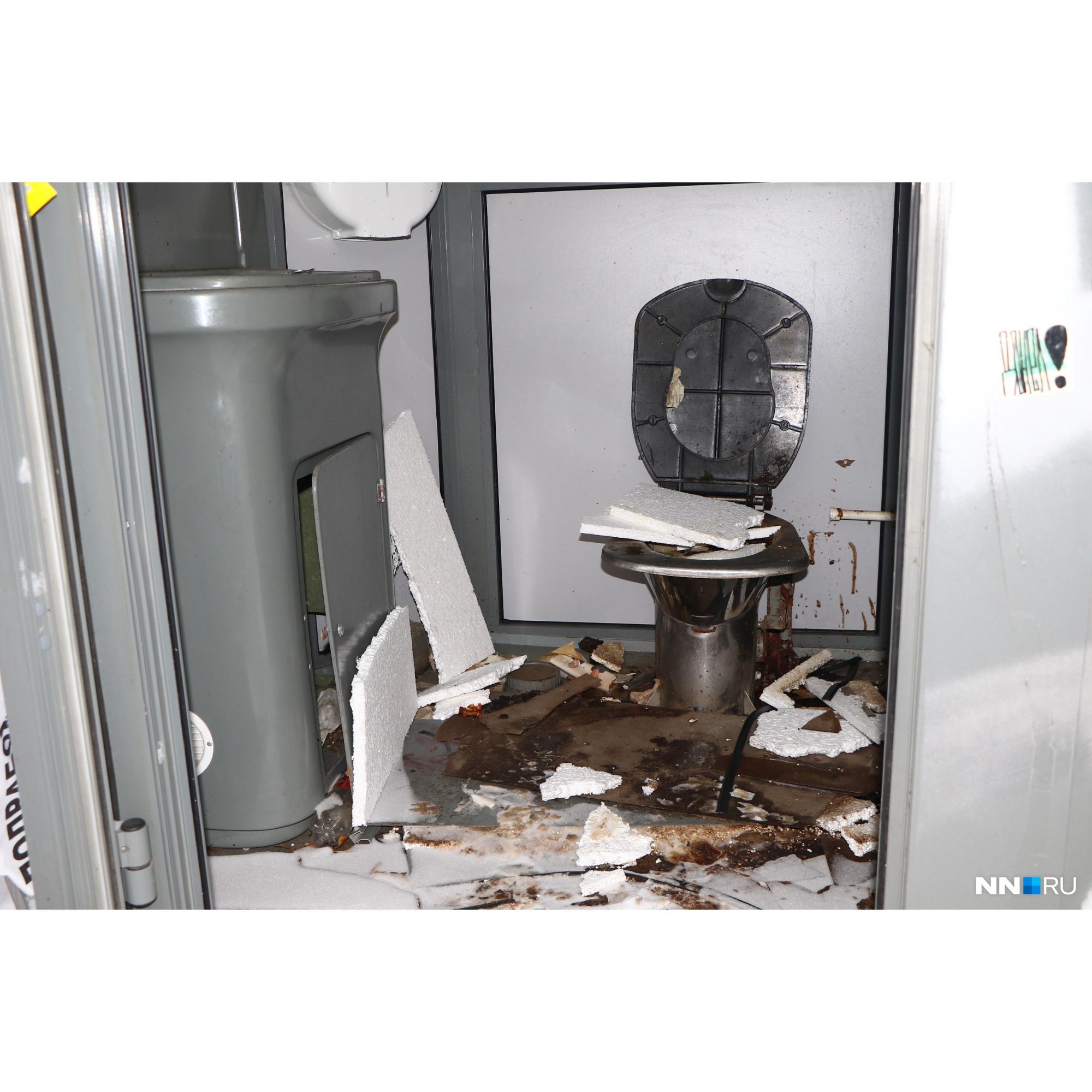 5 лет назад в Нижнем Новгороде поставили бесплатные туалеты, а три года назад их разгромили и в итоге демонтировали