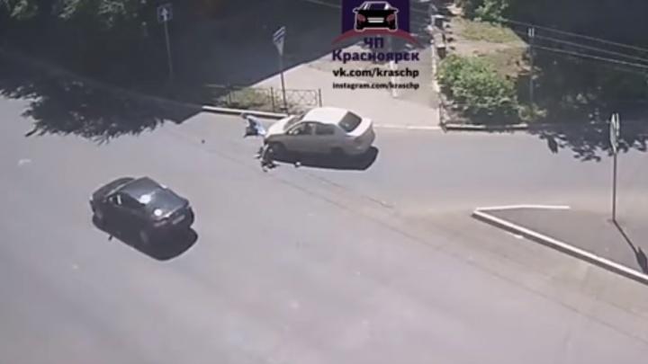 Женщину с малышом в коляске сбили на пешеходном переходе