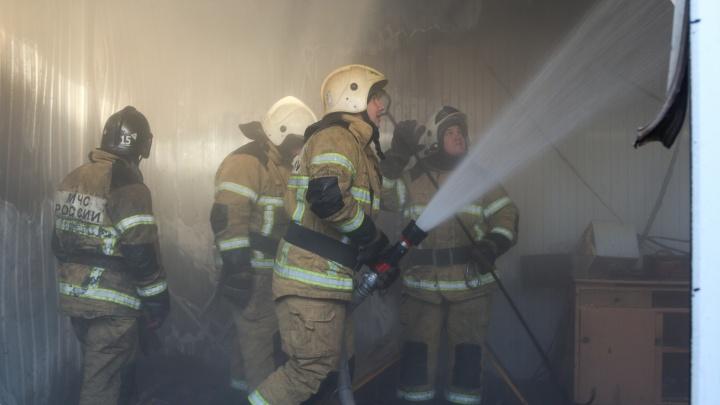 «Огонь охватил 200 квадратных метров»: фоторепортаж пожара на рынке «Олимпия»