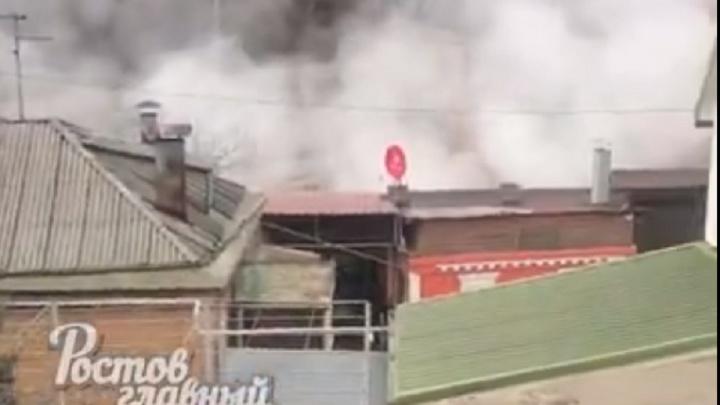 В Ростове на Катаева прорвало теплотрассу. Без отопления остался центр города