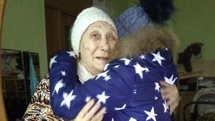 Потерявшуюся бабушку без памяти нашли на улице Красноярска: дочь приехала за ней из Краснодара