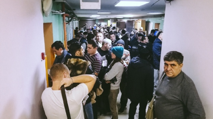 Омичи устроили огромные очереди в больницах из-за подорожания медсправок на права