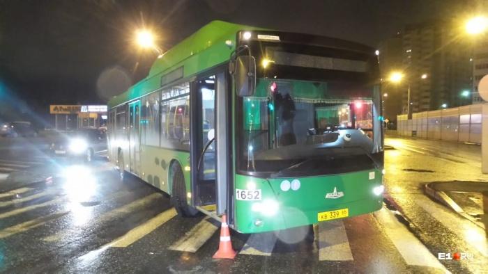Автобус сбил женщину на зебре