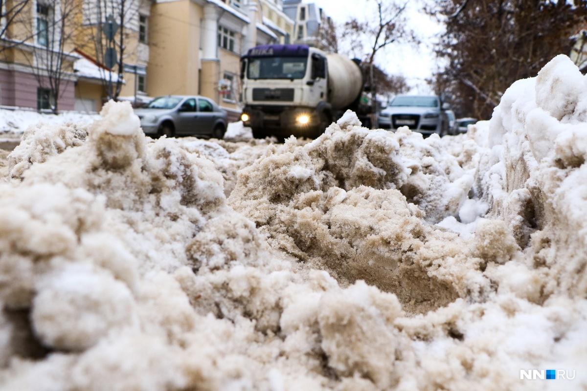 Снежная каша на дорогах Нижнего Новгорода