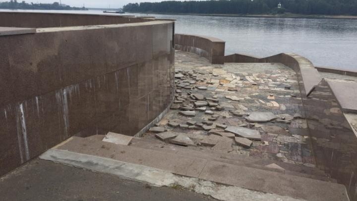 В Рыбинске поймали вандалов, которые вдвоём разгромили набережную