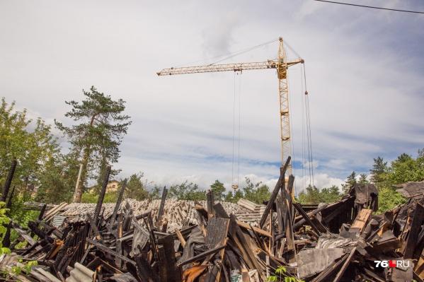 Многоэтажку строят на месте сгоревших деревянных бараков