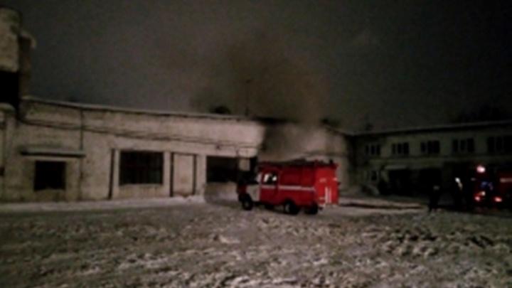 Второй случай за неделю: в Перми ночью на стоянке загорелись автобусы