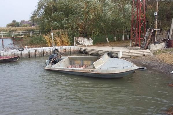 Лодку и рыбу у нарушителей забрали