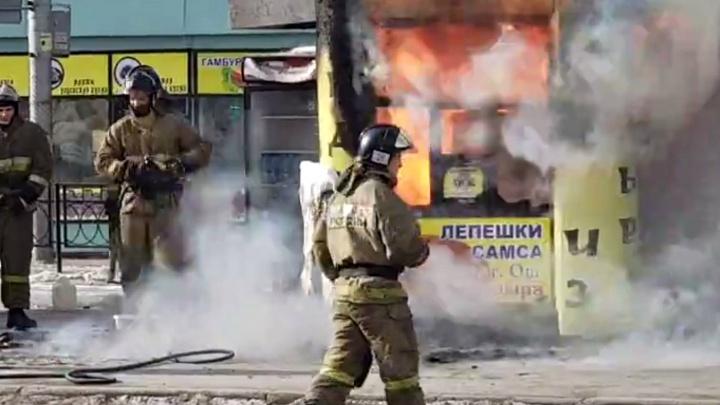 На привокзальной площади сгорел торговый павильон