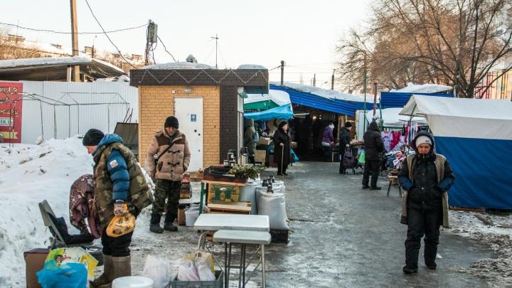 Торговцам Промышленного района пригрозили штрафами за неуборку снега с тротуаров
