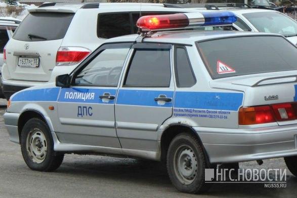 В Омске водитель Gelandewagen попал в аварию, скрываясь от ДПС