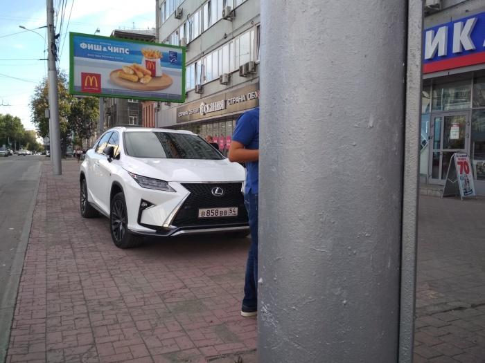 «Я паркуюсь как чудак»: Lexus ВВВ — и нечего здесь ходить!