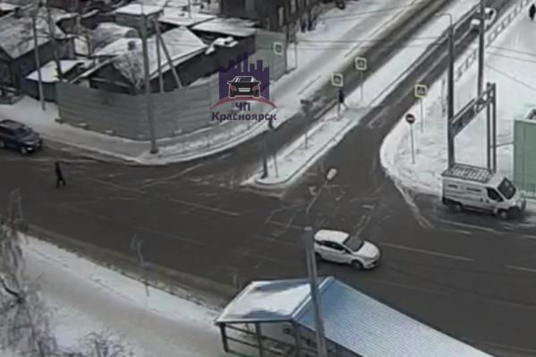 Судя по данным с камер наблюдения, всё произошло около 13:40 в понедельник, 14 января