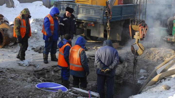 Две коммунальных аварии подряд оставили без тепла дома, детсады и вокзал Искитима